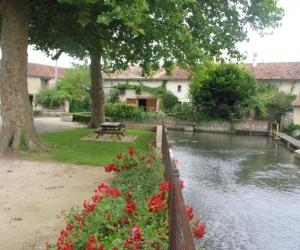 image de Entre fontaines et rivières - Fontenille
