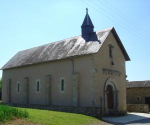 image de Vieilles pierres et champs de couleur - Sainte-Soline
